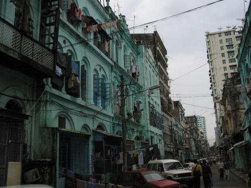 インド人街のあたりの街並み。<br />インド人の床屋で髪の毛を刈ってもらった。<br />中国系の人も多いけど、インド系の人もかなりいる。<br />
