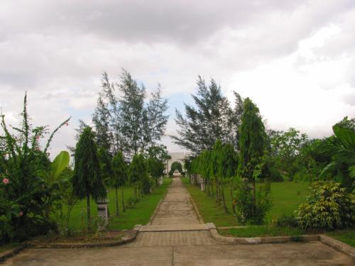 ヤンゴン市の郊外にあるので、静かで、空気が澄んでいる。<br />