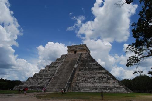 ククルカンのピラミッドの西側。