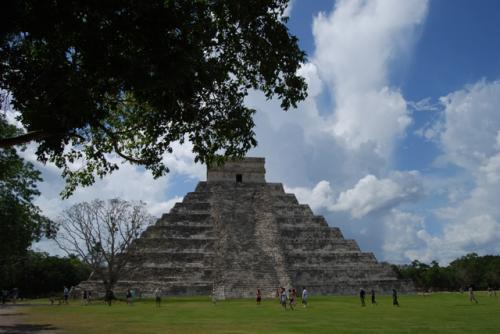 ククルカンのピラミッドの東側。