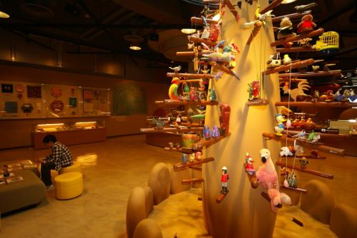 わらべ館<br />大人500円ですがこども無料でした。<br />3階おもちゃの部屋 展示です。<br />飾りがなかなかきれいです。