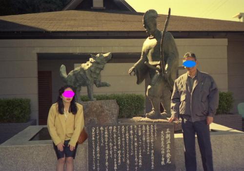 ■三朝温泉に立ち寄る②<br />三朝温泉発見のエピソードを刻んだ石碑と、エピソードにちなんだ銅像。