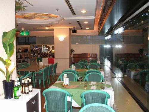 このレストラン「ライラック」は、由比ヶ浜大通りに面しており、昼はパスタ&カフェとして外部からも気楽に入れるレストランになっている。