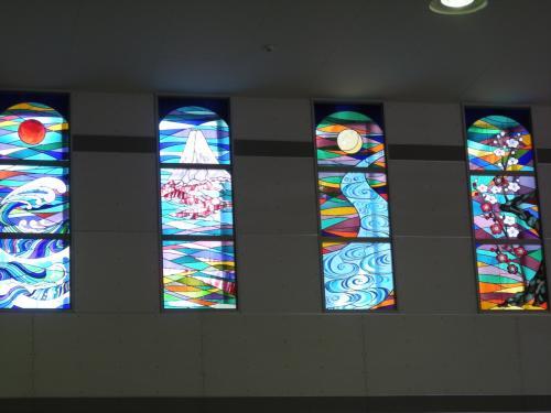 <br />小田原駅連絡通路内で・・<br /><br />綺麗ですね 「ステンドグラス」