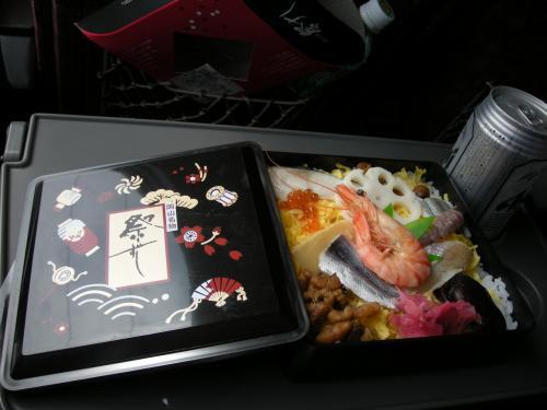 駅弁はゴージャスに・・<br /><br />祭りずし・・¥1250<br /><br />うふふ(^^) 美味しい♪<br /><br /><br /><br />