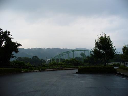 本当は橋の向こう側に綺麗で雄大な大山が<br />どーーんと、どーんと・・・<br /><br />ナニモミエマセン・・・
