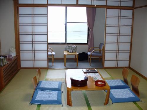 お部屋の様子。<br />公共の宿ですが、綺麗でサービスも結構いいです。