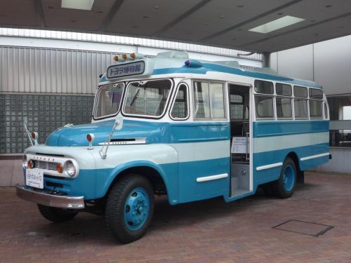 まず入り口に展示してあるのが路線バス。トヨタも昔はバスを作っていたんですね。昭和30年代と思いますが後に日野を傘下に入れトヨタは中型以上のトラック、バスより撤収、日野は乗用車より撤退と事業を再編し、このクルマも消えてゆきます。