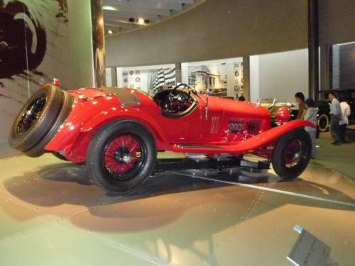 このあたりから自動車が最も美しかった時代に入ります。<br />アルファロメオ1750グランスポルト。スポーツカーレースで当時のスター。ここに展示されているクルマの中で最も躍動感にあふれる車でした。