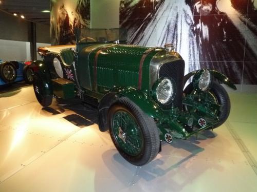 1920年代にル・マン4連覇を成し遂げたベントレー4.1/2リッター。世界一速いトラックと呼ばれた無骨なマシーン。この後1932年からアルファロメオ2300Bの4連覇が歴史を刻みます。<br />