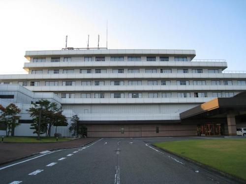 名古屋近郊の自宅から車で出発し、東名阪亀山インター経由でダイヤモンド滋賀(写真)までノンストップ走行。約1時間半でホテルに到着した。意外に近い。