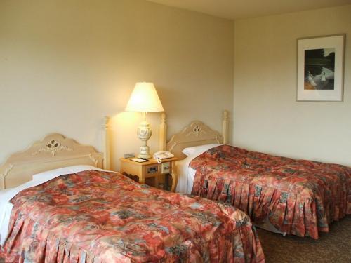 525号室ツインルーム(写真)の広さは36.1?あり、ゆったり過ごせる。客室のBGMは3種類あり音質もまずまず。合格。