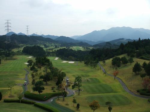 ゴルフ好きの人にはたまらなく魅力的なホテルなのでは?1泊3食付き平日ゴルフプラン1人18850円(税・サ込)もある。