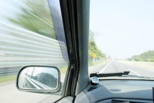 高速道路に乗って岩手へ!<br />シャッタースピードは1/8。<br />スピード感のある写真の練習も兼ねて。