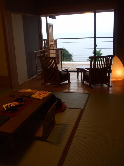 そしてこれがお部屋です。畳のお部屋と、ベッドルーム、テラスもあって広々としていました。