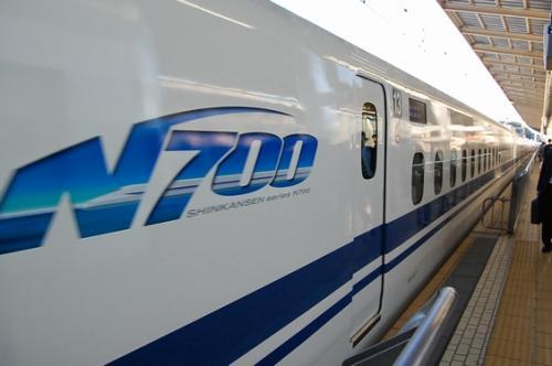 さぁ、新横浜駅を出発!<br /><br />N700系を狙って、指定席をとりました。<br />これは、1つ前のN700系です。<br /><br />