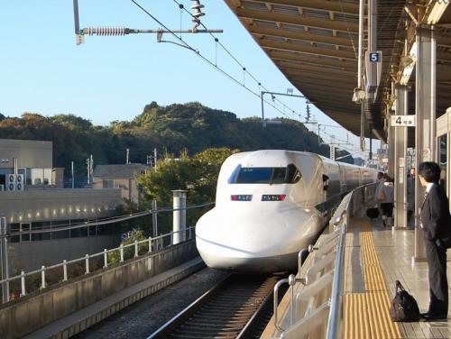 新幹線の形を見ているだけで、楽しい。