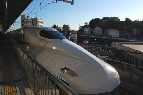 さぁ、私の乗るN700系、のぞみ7号が新横浜駅に入線してきました!<br /><br />ここまでに5枚も載せるな・・って感じですが、何か?