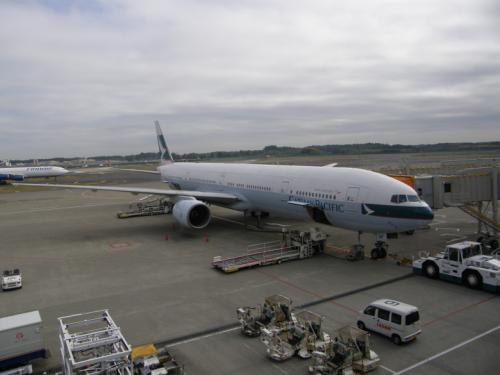 今回はキャセイパシフィック航空で香港経由。<br /><br />4便乗りましたが、3便をシートが古いせいか、<br />お尻がすごく痛くなって大変でした。<br /><br />東京―香港往路便で、<br />映画「ボクの彼女はサイボーグ」を見れましたが、<br />3便で日本語放映、字幕は全くなく、<br />言葉の必要ない日本先行上映の、<br />「WALL−E」を2回も見てしまいました。<br />ゲームもできず、退屈な空の旅でした。<br /><br />CAさんはサワヤカ男性さんが多く、<br />香港―成田便では、自分の座席エリアに、<br />4人中3人が男性でした。<br />日本人女性をターゲットにした戦略でしょうか?<br /><br />客層はいつもどおり、<br />マナーの悪い香港人が多くて。。。<br />