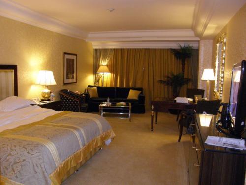 ホテル ムリア セナヤン<br /><br />3105室<br />シグネチャールーム<br /><br />138US$(13000円程度)<br />+サービス料、税(21%増し)でした。