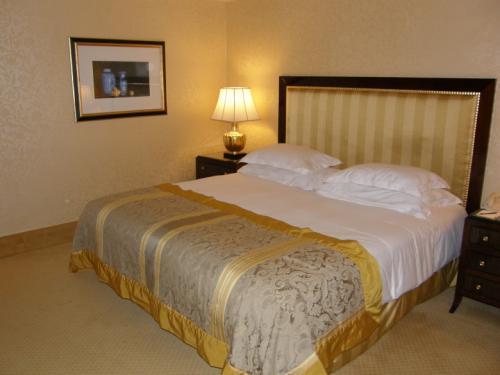 ホテル ムリア セナヤン<br /><br />ベッドは寝心地が良かったです。