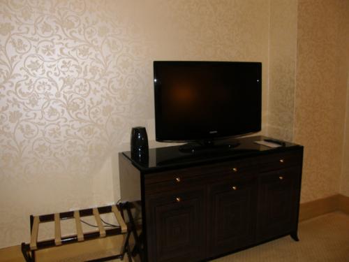 ホテル ムリア セナヤン<br /><br />ジャカルタのホテルでは、<br />韓国のテレビをよくみます。<br /><br />ミニバーはかなり料金高め。<br />ノータッチを決め込みました。