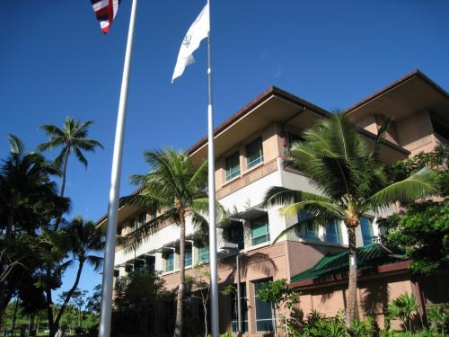本日よりここ「ハワイ大学医学部」の解剖室で朝から夕方まで実習を行います。3年前に大学が新築されてはじめて実習したのは当会(JCO)です。それまではマノアの巨大キャンパス?内にありました医学部で解剖実習をさせて頂きました。