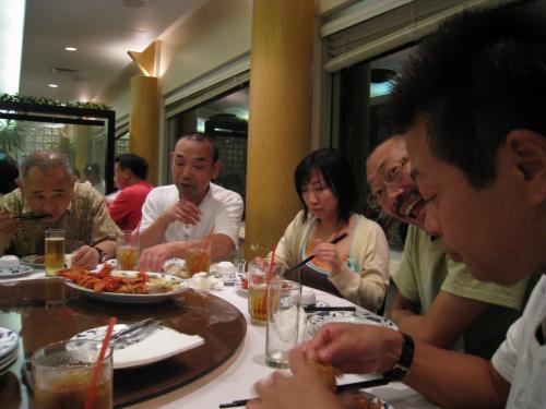 この日は理事長のご馳走という事で、中華を全員で食べに行きました♪<br />ロブスターにキングクラブ食べましたー!!
