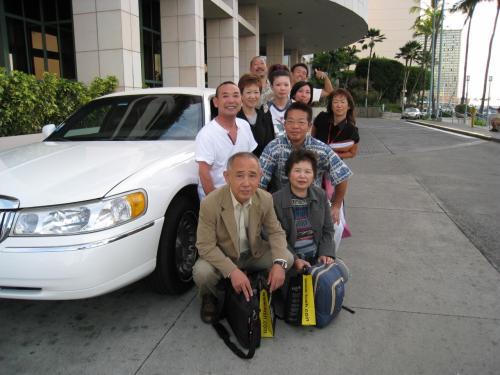 お別れの日・・・。<br />まずは成田空港行の先生達を全員でお見送り。<br />本当にお疲れ様でした!リムジンでさっそうと帰られました。かっこういい!!