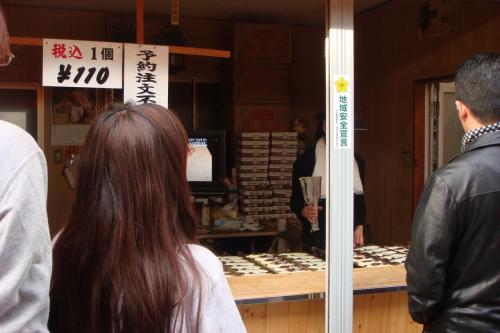 """人が並んでいるお店を見るとついつい並んでしまいたくなる。以前から""""行列が出来る鯛焼き屋""""で有名でした。"""