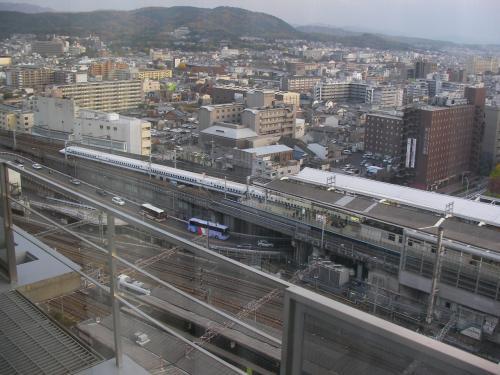 部屋の窓からは眼下に京都駅を見下ろせます。