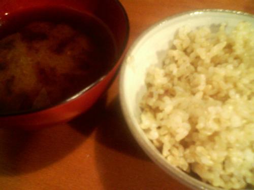 有機玄米ごはんと国産大豆のお味噌汁♪