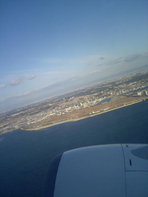 私めを乗せた大韓航空KE−754便は順調に定刻出発いたしました。<br />「いってきまーす♪」(^▽^)/