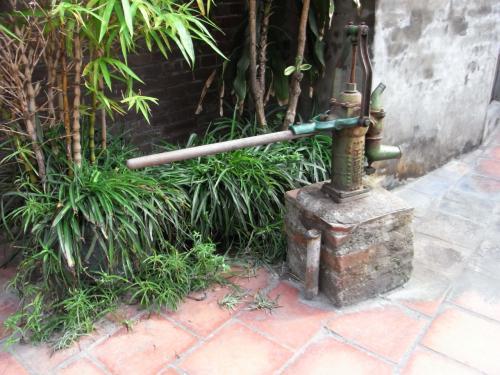 道端には古い井戸もありました。<br />