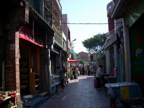 埔頭街は映画『小城故事』で有名に<br />なった通り<br />