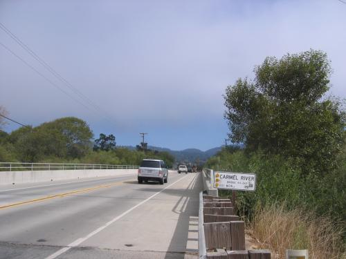 旅の最後に訪れたカーメル川の新しい橋。<br />右手から流れているCarmel Riverは、The Cannery Rowにも出てくる。Carmel Missionからハイウエー1の橋を渡ったところ。次の地元のサイトをご覧下さい。<br />http://www.carmelriverwatershed.org/ <br /><br />