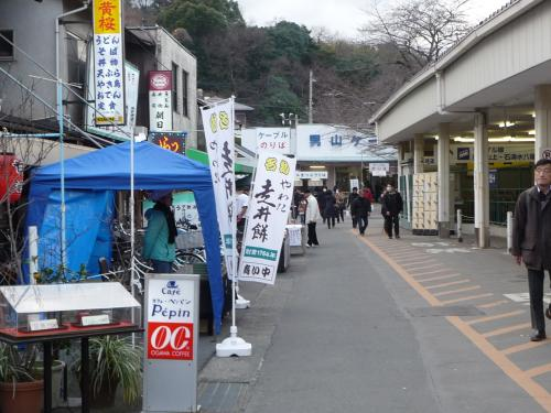 八幡市駅前の風景。<br />初詣とはいえ、4日になるとそんなに混んではいめせんでした。