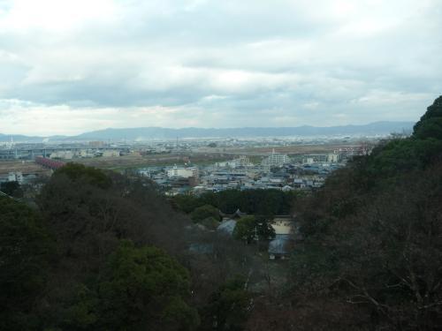 登って行くにつれて、市街地の風景が見えてきました。