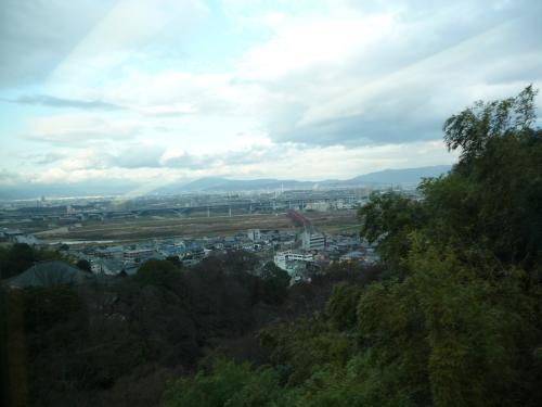 京滋バイパスの高架や京阪の鉄橋が見えています。
