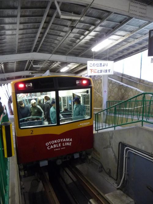 男山山上駅に到着しました。<br />折り返し便に下山客が乗り込みました。
