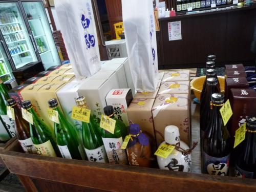 伝統の酒・・<br />清酒 本醸造 「原酒・輪島朝市」<br /><br />アルコール度数19度〜20度以上<br />濃い目のお酒です。 ロックでいただきます(^^)<br /><br />酒蔵が奥にありこちらで製造してるそうです<br /><br />