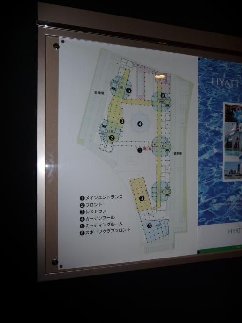 ホテルの平面図。<br />回廊のような廊下の周りに5つのホテル棟が建っているという構造です。