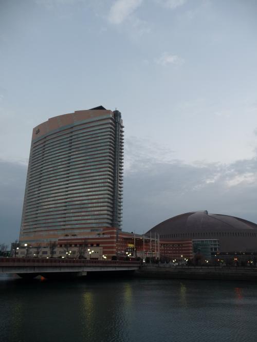 JALシーホークは福岡のランドマーク的な建物ですね〜。