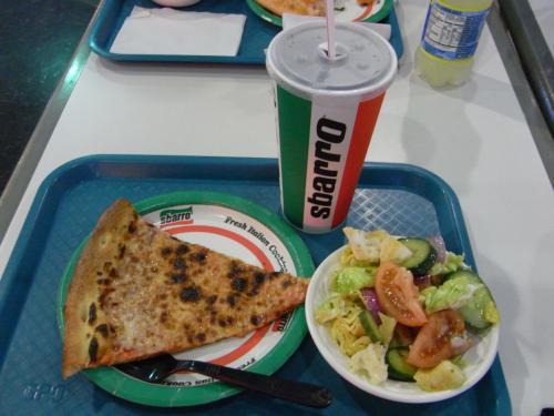 お昼ごはん第一弾。<br /><br />サラダのドレッシングが微妙だったので・・