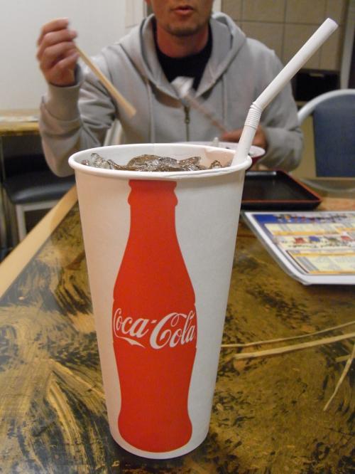 空港で朝食を。<br />コーラでらーめん!