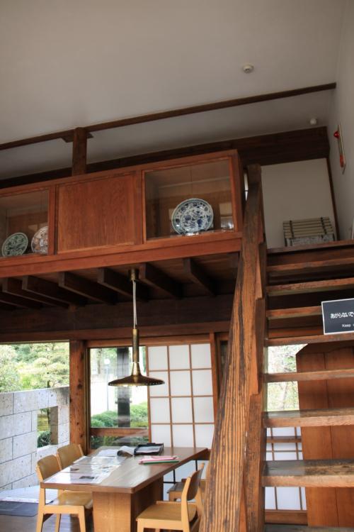 この階段を登った中二階も、事務所の頃は製図台を並べて所員が仕事に励んでいたようです。