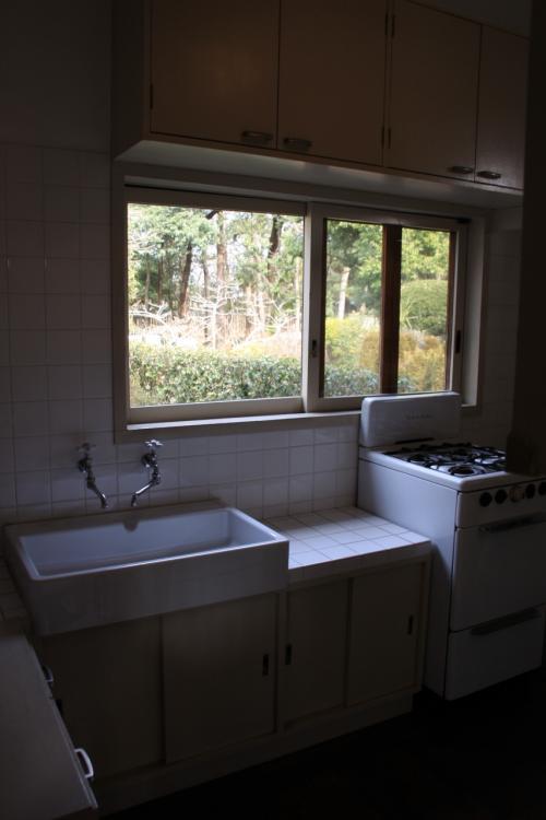 キッチンも狭いスペースの中にうまくレイアウトされています。