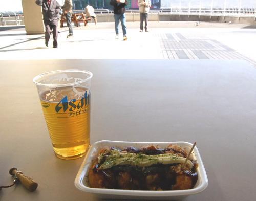 食べ物の写真だったら、撮っても怒られないかな。。。<br /><br />今日の昼飯は、たこ焼き&ビール。<br /><br /><br />この後、新沼謙治を見ましたよ。