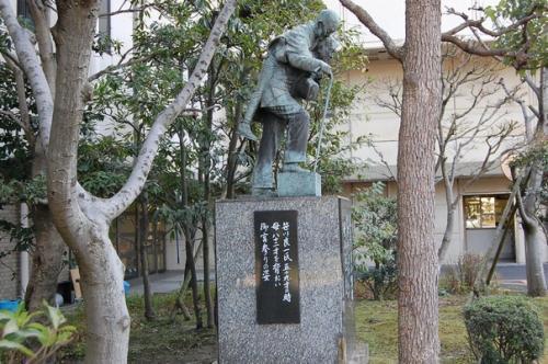 笹川さんの銅像も。。。