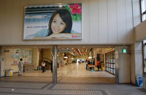 宮島競艇のイメージギャルだ!<br />名前は、忘れた。。。  <br /><br />優奈だったっけか。<br /><br />http://www.miyajimakyotei.com/index.html